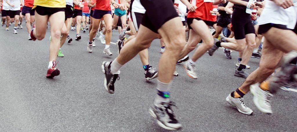 http://filmut.com/wp-content/uploads/2020/08/marathon-runners-on-the-run-in-city-P7SBBRZ-1024x457-1.jpg